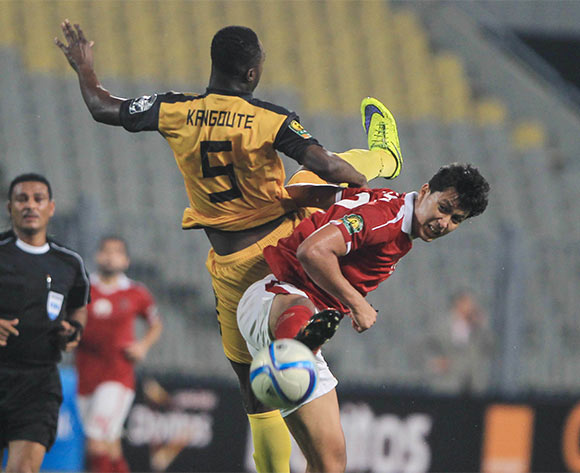 epa05397047 Al Ahly's player Amr Gamal (R) in action against Asec Mimosas player Kangote (L) during the CAF Champions League group stage, between Al Ahly and Asec Mimosas at Borg Al Arab stadium in Alexandria, Egypt, 28 June 2016.  EPA/MOHAMED HOSSAM