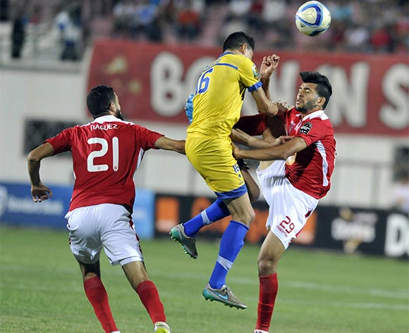 epa05398146 Etoile Sahel's player Ben Amor Mohamed (R) in action against Fath Union player  Mohamed Namiri (C) during the CAF Champions League group stage, between Etoile Sahel  and Fath Union at Stade Olympique de Sousse, Tunisia, 29 June 2016  EPA/STR