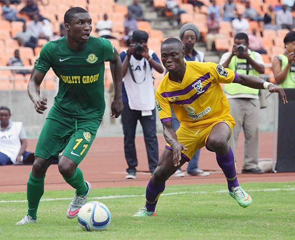 Donald Ngoma (L) of Yanga FC challenged by  Moses Amponsah of Medeama during the CAF Confederation Cup football match between Young Africans and Medeama at the National Stadium in Dar es Salaam, Tanzania on 16 July 2016 ©BackpagePix