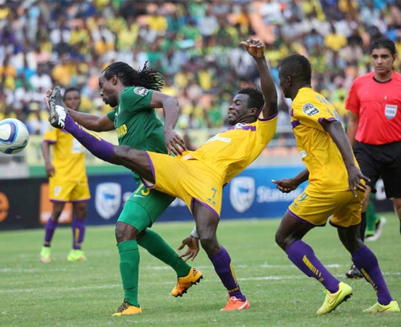 Erick Kwakwa (c) of Medeama clears the ball from Thaban Kamusoko of Yanga during the CAF Confederation Cup football match between Young Africans and Medeama at the National Stadium in Dar es Salaam, Tanzania on 16 July 2016 ©BackpagePix