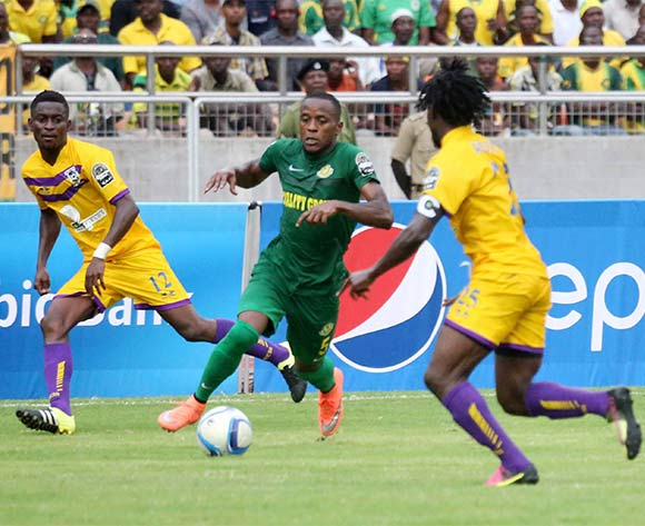 Kelvin Yondani of Yanga (c)  dribbles past Paul Aidoo (r) and Erick Kwakwa (r) during the CAF Confederation Cup football match between Young Africans and Medeama at the National Stadium in Dar es Salaam, Tanzania on 16 July 2016 ©BackpagePix