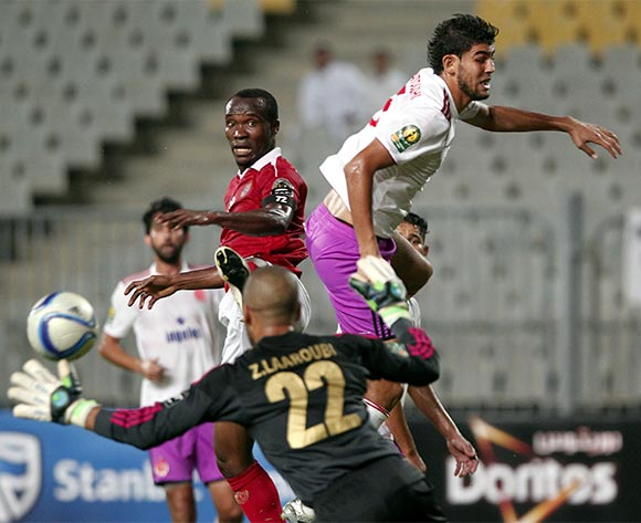 Al Ahly's player John Antwi  (C) in action against an Wydad Casablanca player  Amine Attouchi (R) and goalkeeper Mohamed Akid during the African Champions League (CAF) group stage match between Al Ahly and Asec Mimosas at Borg Al Arab stadium in Alexandria, Egypt, 16 July 2016.  EPA/KHALED ELFIQI