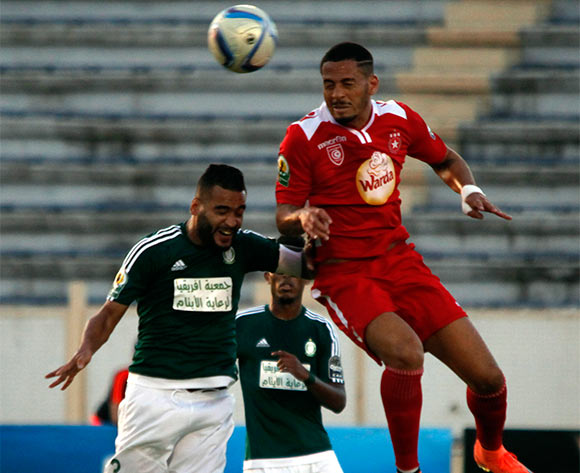 epa05442432 Etoile Sportive du Sahel player  DiÈgo Acosta (R) and Al Ahly Tripoli player Mohamed Aissa (L) fight for the ball  during the CAF Confederation Cup soccer match between Etoile Sportive du Sahel of Tunisia and Al Ahly Tripoli of Libya at the stade Cheli Zouiten in Tunis, Tunisia, 26 July 2016.  EPA/MOHAMED MESSARA
