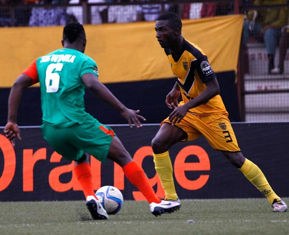 epa05444025 Mimosa's Akassou Arnaud Wilfried Koutouan (R) vies for the ball with Zesco's Simon Silwimba (L) during their CAF Champions League group stage match between Asec Mimosa vs Zesco's at Stade Robert Champroux in Abidjan, Ivory Coast, 27 July 2016.  EPA/LEGNAN KOULA
