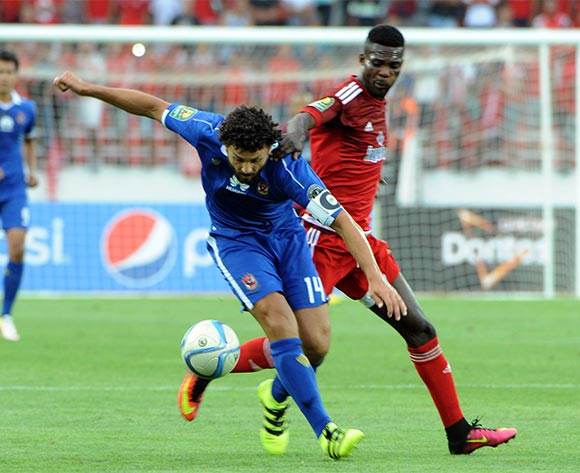 epa05444316 Al-Ahly's Ahmed Fathi (L) vies for the ball with Wydad's Fabrice Ondama  (R) during their CAF Champions League group A stage football match between Egypt's Al-Ahly and Morocco's Wydad Casablanca at Prince Moulay Abdellah Stadium in Rabat, Morocco, on 27 July 2016.  EPA/ABDELHAK SENNA