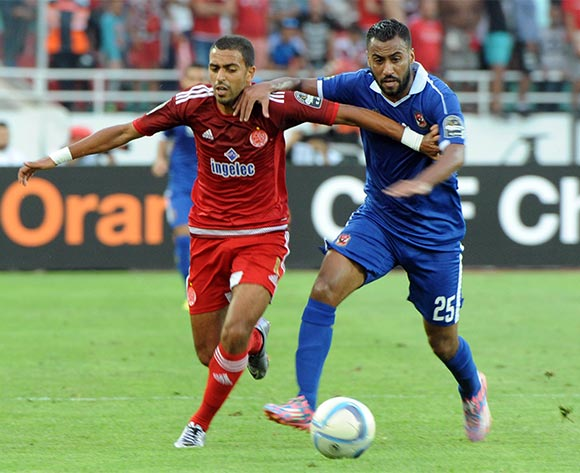 Al-Ahly's Housam Ashour (R) vies for the ball  with Wydad's Reada Hajhouj  (L) during their CAF Champions League group A stage football match between Egypt's Al-Ahly and Morocco's Wydad Casablanca at Prince Moulay Abdellah Stadium in Rabat, Morocco, on 27 July 2016.  EPA/ABDELHAK SENNA