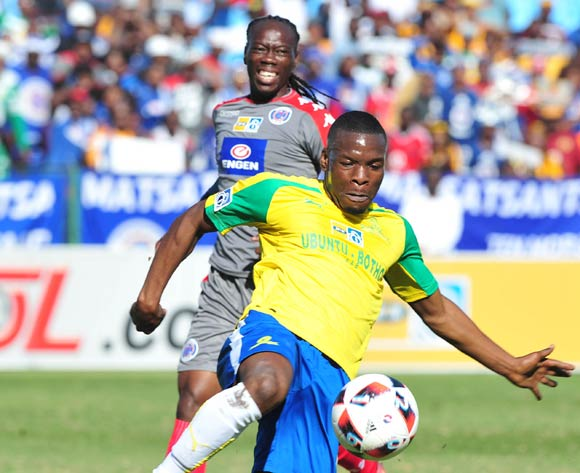 Siyanda Zwane of Mamelodi Sundowns challenged by Reneilwe Letsholonyane of Supersport United during the MTN8 Quarterginal