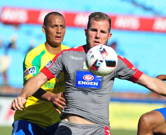 Jeremy Brockie of Supersport United challenged by Wayne Arendse of Mamelodi Sundowns during the MTN8 Quarter Final football match between Mamelodi Sundowns and Supersport United at the Loftus Stadium in Pretoria, South Africa on August 28, 2016 ©Samuel Shivambu/BackpagePix