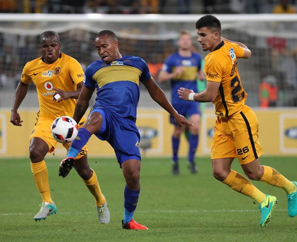 Lehlohonolo Majoro of Cape Town City FC evades challenge from Lorenzo Joao Gordinho of Kaizer Chiefs (r) and Willard Katsande of Kaizer Chiefs (l) battles for the ball with during the 2016/17 MTN8 Quarter Final football match between Cape Town City FC and Kaizer Chiefs at Cape Town Stadium, Cape Town on 26 August 2016 ©Chris Ricco/BackpagePix