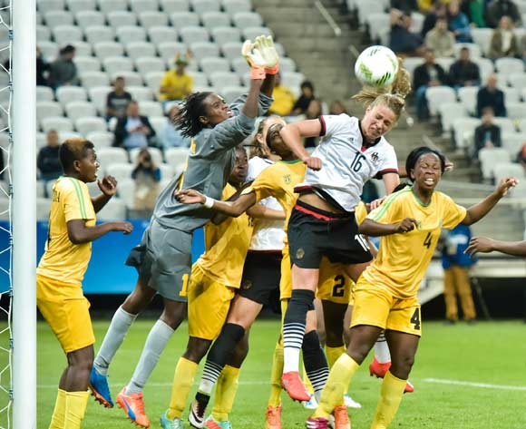 epa05454292 Melanie Leupolz (C) of Germany rises for a header agaionst Zimbabwe's players including goalkeeper Lindiwe Magwede (L) during the women's preliminary round match between Zimbabwe and Germany of the Rio 2016 Olympic Games Soccer tournament in Sao Paulo, Brazil, 03 August 2016.  EPA/JUCA RODRIGUES/FRAMEPHOTO BRAZIL OUT