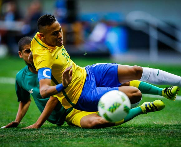 epa05455596 Neymar of Brazil is tackled by Abbubaker Mobara (L) of  South Africa during the men's preliminary round match between Brazil and South Africa for the Rio 2016 Olympic Games Soccer tournament at Mane Garrincha stadium in Brasilia, Brazil, 04 August 2016.  EPA/FERNANDO BIZERRA JR.
