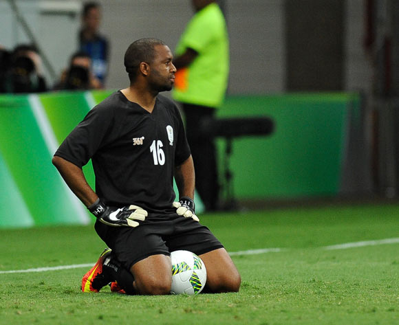 epa05463594 South Africa goalkeeper Itumeleng Khune looks dejected after receving a goal during the men's preliminary round group A match between Denmark and South Africa of the Rio 2016 Olympic Games Soccer tournament at the Mane Garrincha Stadium in Brasilia, Brazil, 07 August 2016.  EPA/ANDRESSA ANHOLETE BRAZIL OUT