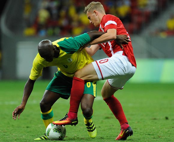 epa05463681 Jacob Bruun Larsen (R) of Denmark in action during the men's preliminary round group A match between Denmark and South Africa of the Rio 2016 Olympic Games Soccer tournament at the Mane Garrincha Stadium in Brasilia, Brazil, 07 August 2016.  EPA/ANDRESSA ANHOLETE BRAZIL OUT