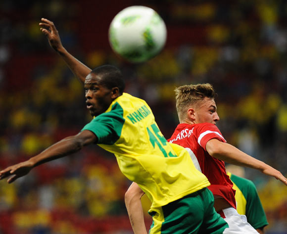 epa05463705 Phumlani Ntshangase (L) of South Africa in action with Jacob Bruun Larsen of Denmark during the men's preliminary round group A match between Denmark and South Africa of the Rio 2016 Olympic Games Soccer tournament at the Mane Garrincha Stadium in Brasilia, Brazil, 07 August 2016.  EPA/ANDRESSA ANHOLETE BRAZIL OUT