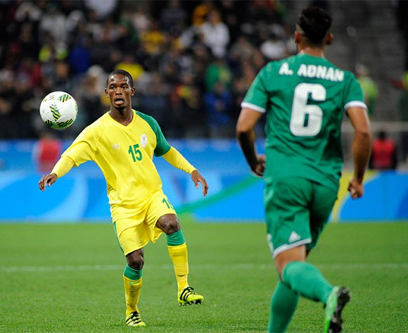 epa05472725 Phumlani Ntshangase (L) of South Africa in action during the preliminary round match between South Africa and Iraq for the soccer tournament of the Rio 2016 Olympic Games, in Sao Paulo, Brazil, 10 August 2016.  EPA/ALAN MORICI/FRAMEPHOTO BRAZIL OUT