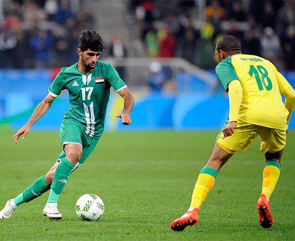 epa05472973 Alaa Ali (L) of Iraq in action against Deolin Mekoa of Sout hAfrica during the preliminary round match between South Africa and Iraq for the Rio 2016 Olympic Games soccer tournament, in Sao Paulo, Brazil, 10 August 2016.  EPA/ALAN MORICI/FRAMEPHOTO BRAZIL OUT