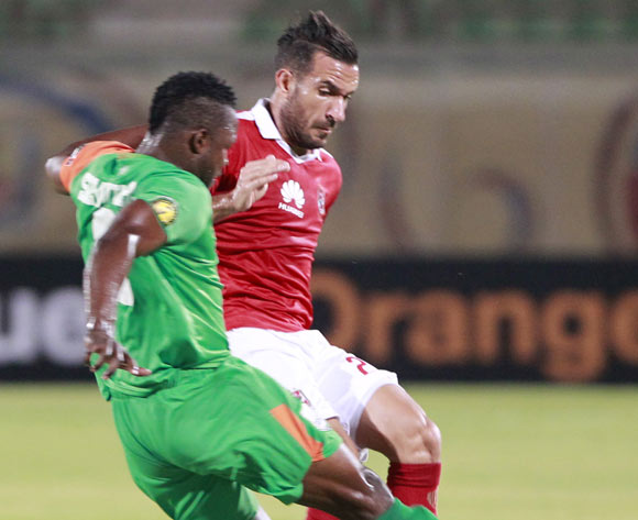 epa05478149 Al Ahly's Ali Maaloul (R) in action  against  Zesco United's  Simon Silwimba (L) during the African Champions League (CAF) group stage match between Al-Ahly and Zesco United in Suez, Egypt, 12 August 2016.  EPA/KHALED ELFIQ