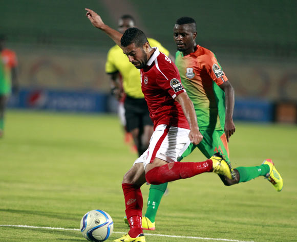 epa05478849 Al Ahly's Sabri Raheel (L) in action against Zesco United's John Ching'andu (R) during the African Champions League (CAF) group stage match between Al Ahly and Zesco United at the military Stadium in Suez, Egypt, 12 August 2016.  EPA/KHALED ELFIQI