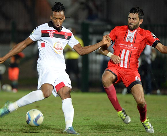 epa05508068 Fath Union Sport's Ahmed Jahouh (R) and Etoile Sportive du Sahel's Alkhali Bangoura (L) vie for the ball during the CAF Confederation Cup soccer match between Fath Union Sport of Morocco and Etoile Sportive du Sahel of Tunisia at the Moulay El Hassan Stadium in Rabat, Morocco, 23 August 2016.  EPA/ABDELHAK SENNA