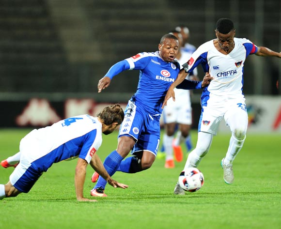 Thuso Phala (c) of Supersport United challenged by Marc van Heerden (r) and Thamsanqa Sangweni (l) of Chippa United during the Absa Premiership match between Supersport United and Chippa United at the Lucas Moripe Stadium in Pretoria, South Africa on September 14, 2016 ©Samuel Shivambu/BackpagePix