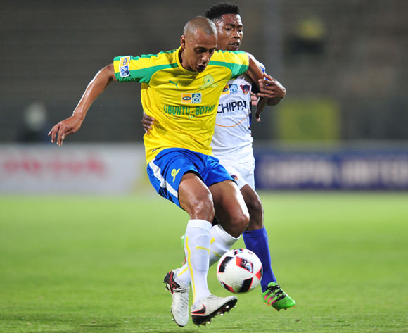Wayne Arendse of Mamelodi Sundowns challenged by Buyani Sali of Chippa United during the 2016 MTN8 Semifinal second leg football match between Mamelodi Sundowns and Chippa United at the Lucas Moripe Stadium in Pretoria, South Africa on September 21, 2016 ©Samuel Shivambu/BackpagePix