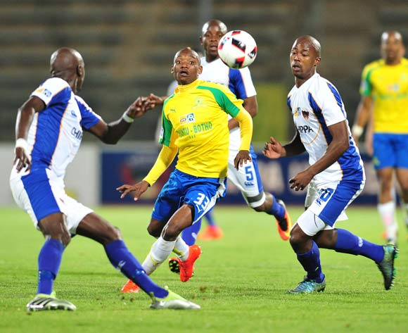 Khama Billiat (c) of Mamelodi Sundowns challenged by Bongani Kama (r) of Chippa United during the 2016 MTN8 Semifinal second leg football match between Mamelodi Sundowns and Chippa United at the Lucas Moripe Stadium in Pretoria, South Africa on September 21, 2016 ©Samuel Shivambu/BackpagePix