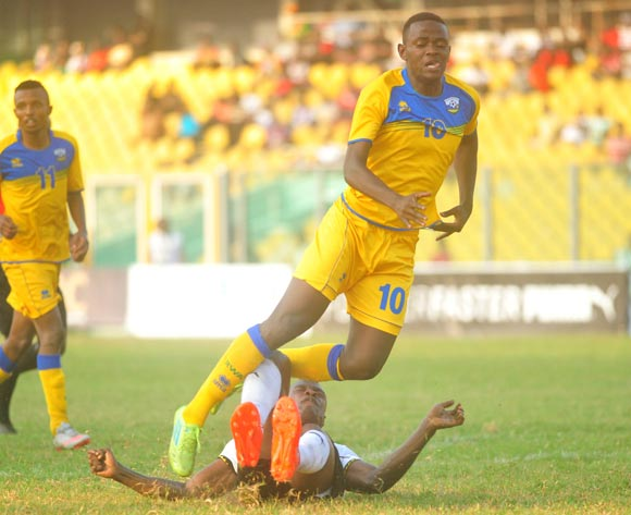 Edwin Gyimah of Ghana challenged Hakizinnya Muhadjiri of Rwanda during the 2017 African Cup of National  Qualifiers playing on 3rd September 2016 in Accra Ghana between Ghana and Rwanda ©Christian Thompson/BackpagePix
