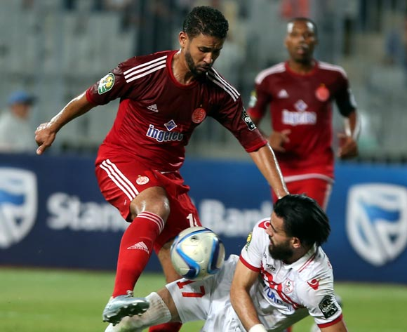 epa05543424 Zamalek's Bassem Mrsi (R) in action against Wydad Casablanca player Ayoub Qasmi (L) during the African Champions League (CAF) Semi Final first leg soccer match between Zamalekand Wydad Casablanca at Borg Al Arab stadium in Alexandria, Egypt, 16 September 2016.  EPA/KHALED ELFIQI