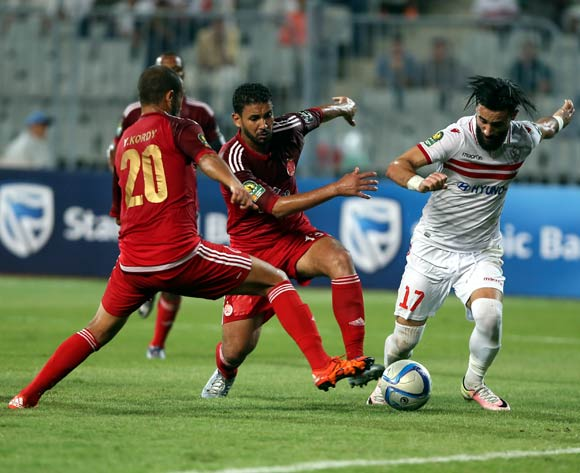 epa05543425 Zamalek's Bassem Mrsi (R) in action against Wydad Casablanca players Yassine El Kordy (L) and Youssef Rabeh (C) during the African Champions League (CAF) Semi Final first leg soccer match between Zamalekand Wydad Casablanca at Borg Al Arab stadium in Alexandria, Egypt, 16 September 2016.  EPA/KHALED ELFIQI