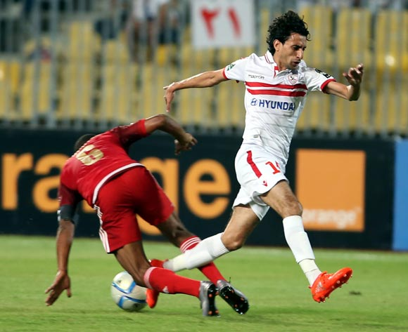 epa05543449 Zamalek's  Ayman Hefny (R) in action against Wydad Casablanca player Brahim Nekkach (L) during the African Champions League (CAF) Semi Final first leg soccer match between Zamalekand Wydad Casablanca at Borg Al Arab stadium in Alexandria, Egypt, 16 September 2016.  EPA/KHALED ELFIQI