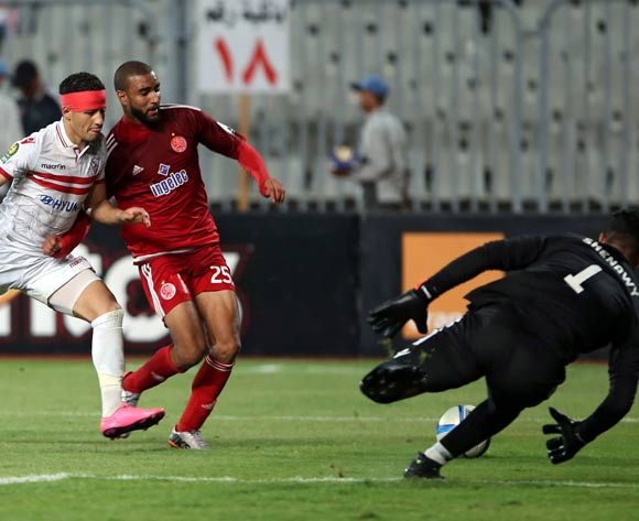 Zamalek's goalkeeper Ahmed El-Shenawy (R) and Ahmed Tawfik (L) in action against Wydad Casablanca's Ismail Haddad (C) during the African Champions