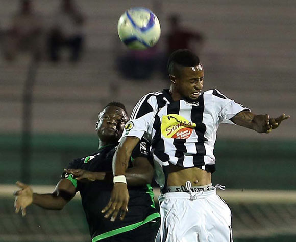 epa05609108 Mouloudia Olympique Bejaia player Soumaila Sidebe  (L) and TP Mazembe player Roger Claver Assale (R) fight for the ball during the Final first leg CAF Confederation Cup soccer match between Mouloudia olympique Bejaia of Algeria and TP Mazembe of Congo in Blida km south of Algiers, Algeria, 29 October 2016. The second leg is scheduled for 6 November in Lubumbashi.  EPA/STR