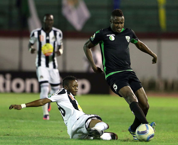 epa05609112 Mouloudia Olympique Bejaia player Soumaila Sidebe (L) and TP Mazembe player Rainford Kalaba (R) fight for the ball during the Final first leg CAF Confederation Cup soccer match between Mouloudia olympique Bejaia of Algeria and TP Mazembe of Congo in Blida km south of Algiers, Algeria, 29 October 2016. The second leg is scheduled for 6 November in Lubumbashi.  EPA/STR