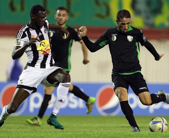 epa05609113 Mouloudia Olympique Bejaia player  Faouzi Rahal (R) and TP Mazembe player Salif  Coulibaly (L) fight for the ball during the Final first leg CAF Confederation Cup soccer match between Mouloudia olympique Bejaia of Algeria and TP Mazembe of Congo in Blida km south of Algiers, Algeria, 29 October 2016. The second leg is scheduled for 6 November in Lubumbashi.  EPA/STR
