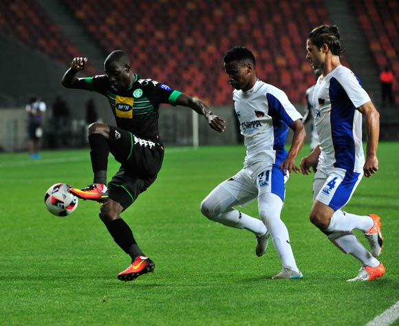 Deon Hotto of Bloemfontein Celtic gets away from Thamsanqa Sangweni and Marc Van Heerden of Chippa United  during the Absa Premiership 2016/17 match between Chippa United and Bloemfontein Celtic at Nelson Mandela Bay Stadium, Port Elizabeth South Africa on 25 October 2016 ©Deryck Foster/BackpagePix