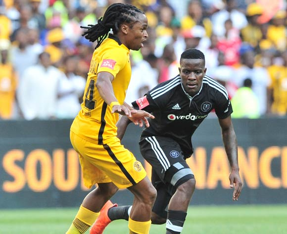 Siphiwe Tshabalala of Kaizer Chiefs on the ball ahead of Ntsikelelo Nyauza of Orlando Pirates during the Absa Premiership 2016/17 game between Orlando Pirates and Kaizer Chiefs at FNB Stadium, Johannesburg on 29 October 2016 © Ryan Wilkisky/BackpagePix