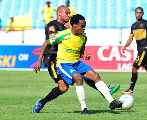 Percy Tau of Mamelodi Sundowns challenged by Robyn Johannes of Cape Town City during the Absa Premiership match between Mamelodi Sundowns and Cape Town City at Loftus Stadium, Pretoria on 30 October 2016 © Samuel Shivambu/BackpagePix