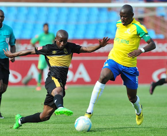 Hlompho Kekana of Mamelodi Sundowns challenged by Thabo Nodada of Cape Town City during the Absa Premiership match between Mamelodi Sundowns and Cape Town City at Loftus Stadium, Pretoria on 30 October 2016 © Samuel Shivambu/BackpagePix