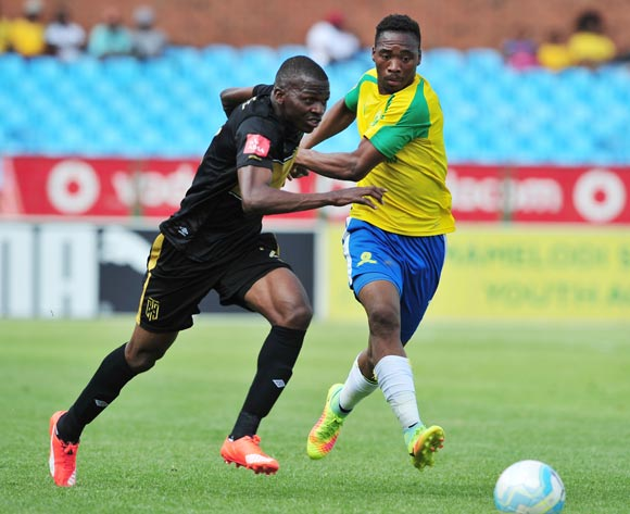 Thamsanqa Mkhize of Cape Town City challenged by Sibusiso Vilakazi of Mamelodi Sundowns during the Absa Premiership match between Mamelodi Sundowns and Cape Town City at Loftus Stadium, Pretoria on 30 October 2016 © Samuel Shivambu/BackpagePix