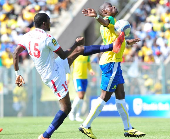 Hlompho Kekana of Mamelodi Sundowns challenged by Maroof Yusuf of Zamalek during the 2016 Caf Champions League Final match between Mamelodi Sundowns and Zamalek at Lucas Moripe Stadium, Pretoria on 15 October 2016©Samuel Shivambu/Backpagepix