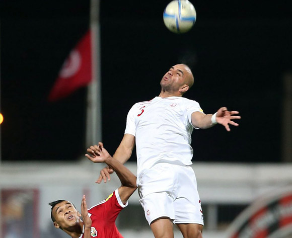 epa05627605 Tunisia's player Aymen Abdennour  (R) in action against Libyan player Anis Mohamed Saltou (L) during the FIFA World Cup 2018 qualifying soccer match between Libya and Tunisia at Omar-Hamadi Stadium in Algiers, Algeria, 11 November 2016.  EPA/-