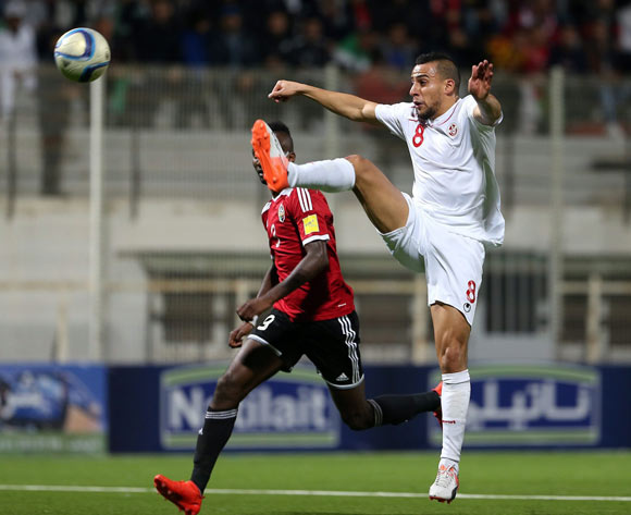 epa05627606 Tunisia's player Anis Ben Hatira (R) in action against Libyan player Akram Alzawi (L) during the FIFA World Cup 2018 qualifying soccer match between Libya and Tunisia at Omar-Hamadi Stadium in Algiers, Algeria, 11 November 2016.  EPA/-