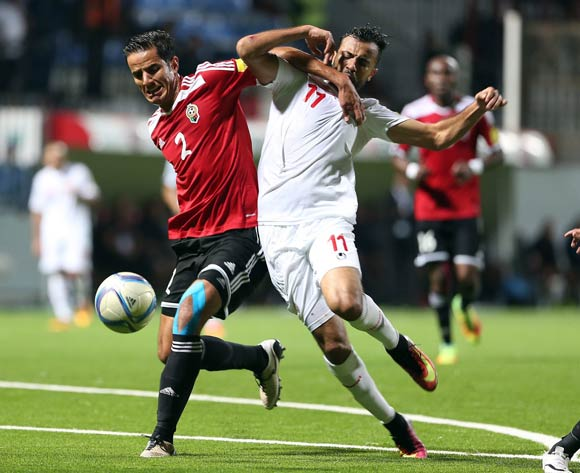 epa05627647 Tunisia's player Kheniss Taha Yassine  (R) in action against Libyan Tariq Nasr Aljamal (L) during the FIFA World Cup 2018 qualifying soccer match between Libya and Tunisia at Omar-Hamadi Stadium in Algiers, Algeria, 11 November 2016.  EPA/-