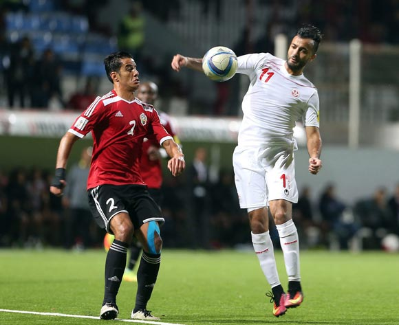 epa05627655 Tunisia's player Kheniss Taha Yassine  (R) in action against Libyan Tariq Nasr Aljamal (L) during the FIFA World Cup 2018 qualifying soccer match between Libya and Tunisia at Omar-Hamadi Stadium in Algiers, Algeria, 11 November 2016.  EPA/-