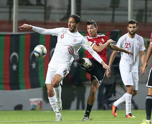 epa05627662 Tunisia's player Mohsni Bilel (L) in action against Libyan  player Anis Mohamed Saltou (C) during the FIFA World Cup 2018 qualifying soccer match between Libya and Tunisia at Omar-Hamadi Stadium in Algiers, Algeria, 11 November 2016.  EPA/-