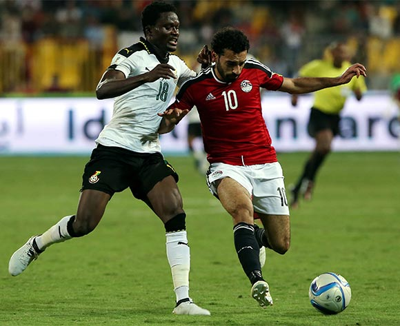 epa05630325 Mohamed Salah of Egypt  (R) in action against  Daniel Amartey of Ghana  during the 2018 FIFA World Cup qualifying soccer match between Egypt and Ghana at Borg Al Arab Stadium in Alexandria, Egypt, 13 November 2016.  EPA/KHALED ELFIQI