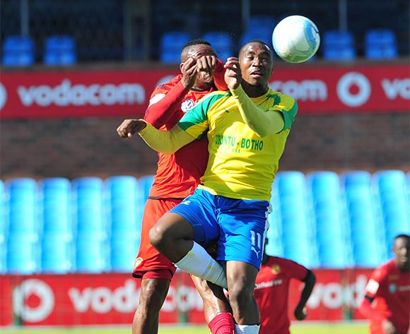 Sibusiso Vilakazi of Mamelodi Sundowns challenged by Franklin Cale of Highlands Park during the Absa Premiership match between Mamelodi Sundowns and Highlands Park  at the Loftus Stadium in Pretoria on the 27 November 2016©Samuel Shivambu/Backpagepix