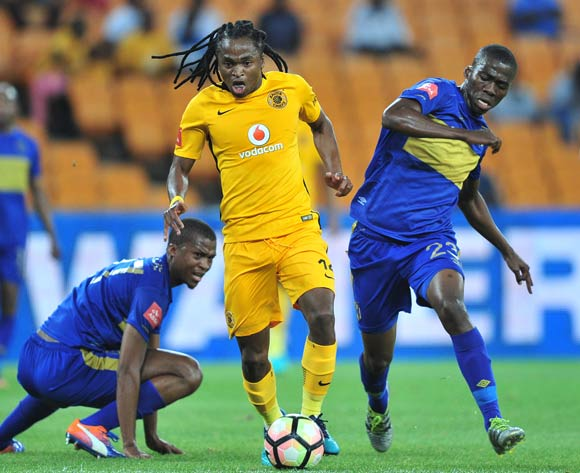 Siphiwe Tshabalala of Kaizer Chiefs takes on Tshepo Gumede and Mpho Matsi of Cape Town City during the Absa Premiership 2016/17 game between Kaizer Chiefs and Cape Town City at FNB Stadium, Johannesburg on 29 November 2016 © Ryan Wilkisky/BackpagePix