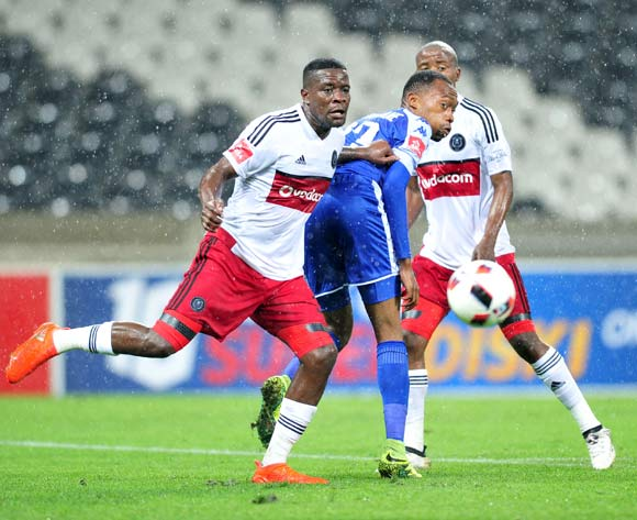 Thabo Mnyamane of Supersport United challenged by Ntsikelelo Nyauza of Orlando Pirates during the Absa Premiership match between Supersport United and Orlando Pirates at Loftus Stadium, November on 01 November 2016 © Samuel Shivambu/BackpagePix