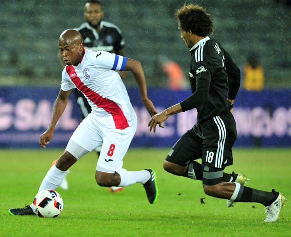 Danny Venter of Free Stare Stars takes on Issa Sarr of Orlando Pirates during the Absa Premiership 2016/17 game between Orlando Pirates and Free State Stars at Orlando Stadium, Johannesburg on 19 November 2016 © Ryan Wilkisky/BackpagePix